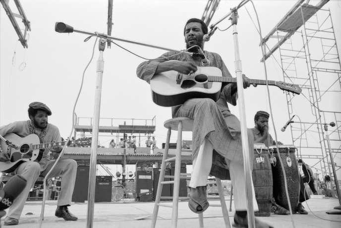 Richie Havenssur la scène en bois du Woodstock Music and Art Fair, vendredi15août1969.