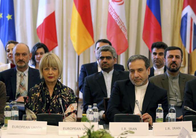 Helga Schmid du Service extérieur de l'UE et Abbas Araghchi du ministère iranien des affaires étrangères àVienne, le 28 juillet.