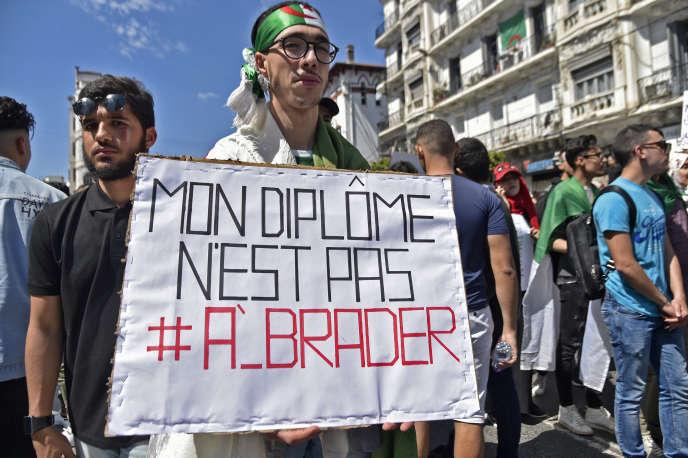 En avril 2019 dans les rues d'Alger.