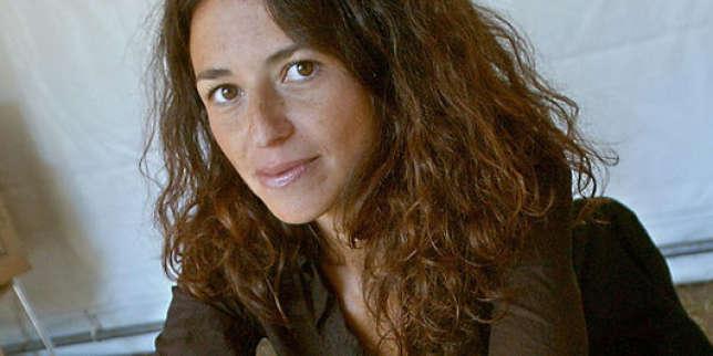 Karine Tuil : «Avec le portable, on peut le lire en dansant le slow»