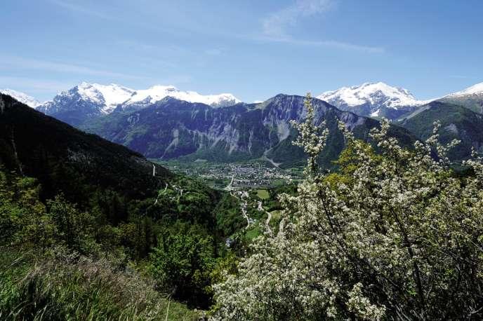Durant l'été, lemassif alpin français accueille des touristes juifs désireux deconjuguer vacances et préceptes religieux.