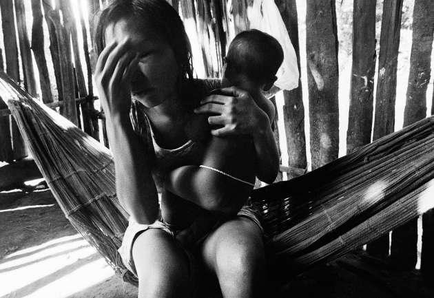 Ancienne mission Baptiste, Boas Novas, rio Ericó. Photo extraite de la série «Contact Consequences», de Claudia Andujar, en 1981.