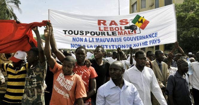 Des leaders de l'opposition manifestent contre la « mauvaise gouvernance», àBamako, le 21 mai 2016.