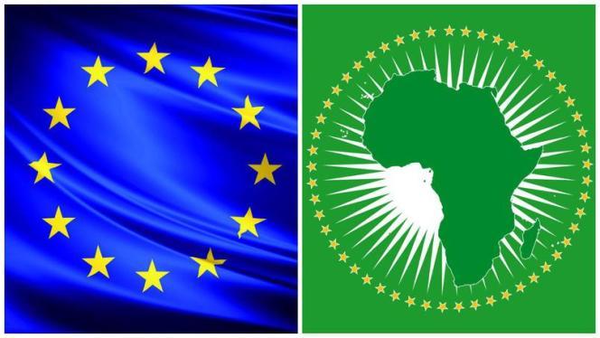 Les drapeaux de l'Union européenne et de l'Union africaine.