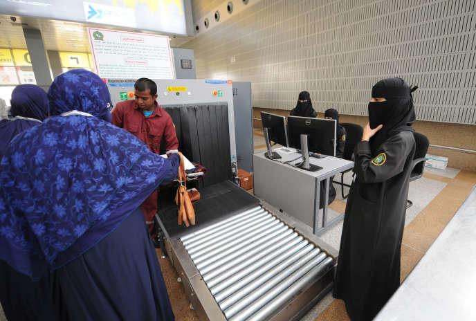 Des passagers à l'aéroport de Djeddah, en Arabie saoudite, le 14 juillet 2018.