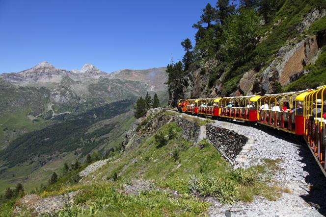 Le train d'Artouste, dans la vallée d'Ossau (Pyrénées-Atlantiques).