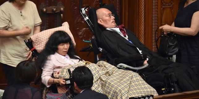 Le symbole de deux sénateurs handicapés élus au Parlement japonais