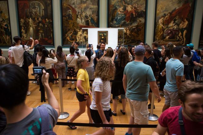 « La Joconde» exposée dans la galerie Médicis, au Louvre, à Paris, le 18 juillet.