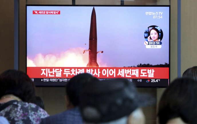 Des images d'un tir de missile nord-coréen à la télévision sud-coréenne, le 2 août à Séoul.