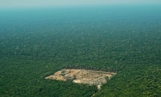 Vue aérienne d'une zone déforestée en Amazonie, au Brésil,le 22 septembre 2017.