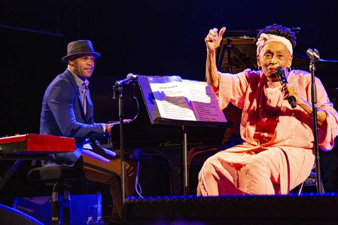 Omara Portuondo et Roberto Fonseca en concert à Sète, le 1er août.