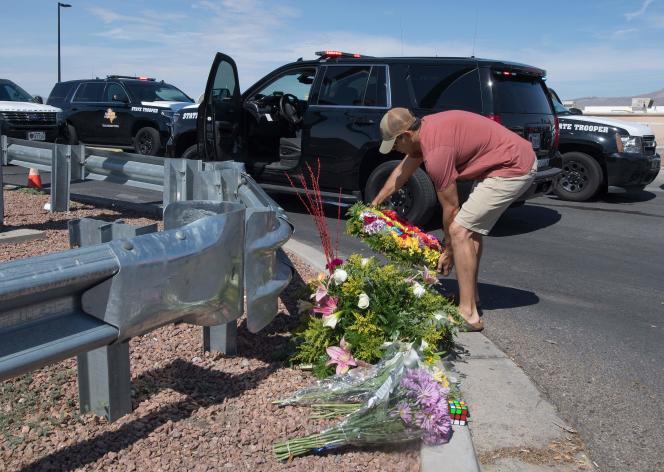 Les hommages se sont multipliés sur le lieu de l'attentat qui a frappé la ville d'El Paso, samedi 3 août.