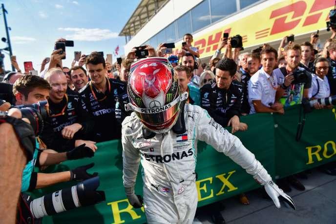 Lewis Hamilton et son équipe, dimanche 4 août au Grand prix de Hongrie.