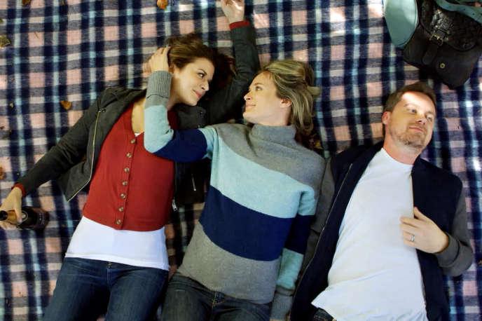 Priscilla Faia,Rachel Blanchard et Greg Poehler dans la série« You Me Her» (« Toi, moi et elle»).