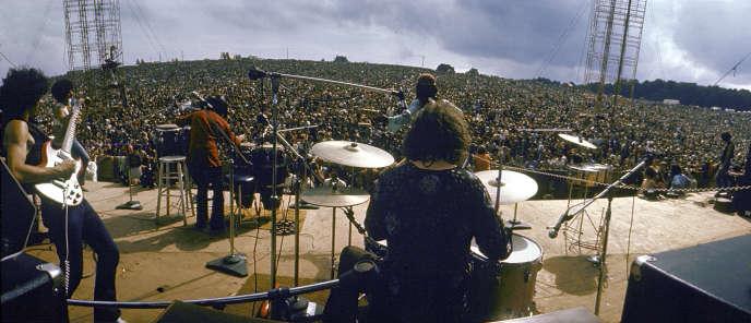 Carlos Santana (à gauche) avec son groupe, le 16 août 1969 à Woodstock.