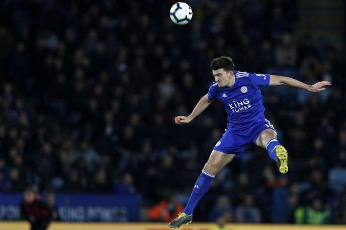 Harry Maguire a sauté le pas de Leicester à Manchester United pour 90 millions d'euros. Il devient le défenseur le plus cher de l'histoire.