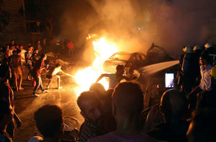 L'explosion près de l'Institut national du cancer duCaire ayant causé la mort d'au moins 20 personnes, le 4août.
