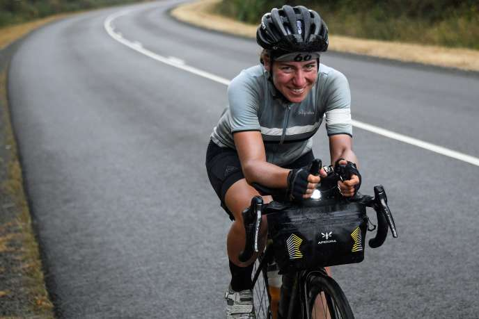 Fiona Kolbinger, lundi 5 août sur les routes du Finistère.