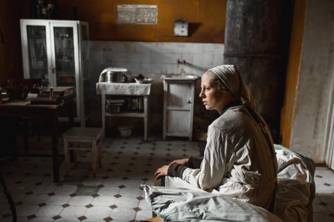Iya (Viktoria Miroshnichenko) est infirmière dans un hôpital de Leningrad.