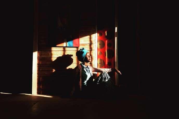 L'artiste mauritanienne Amy Sow dans sa galerie, ArtGallé, à Nouakchott.