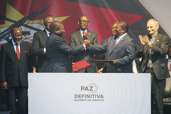 Signature of a fragile peace agreement in Mozambique