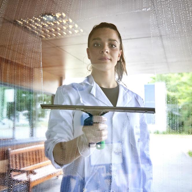 Hélène Da costa, ici à l'Institut national de l'hygiène et du nettoyage insdustriel, sur le Campus de Ker Lann, à Bruz, dans l'Ille-et-Vilaine, le 21 juin.