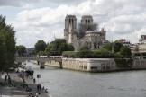 Le parvis de Notre-Dame de Paris, fermé depuis l'incendie de la cathédrale il y a plus d'un an, rouvre ce dimanche.
