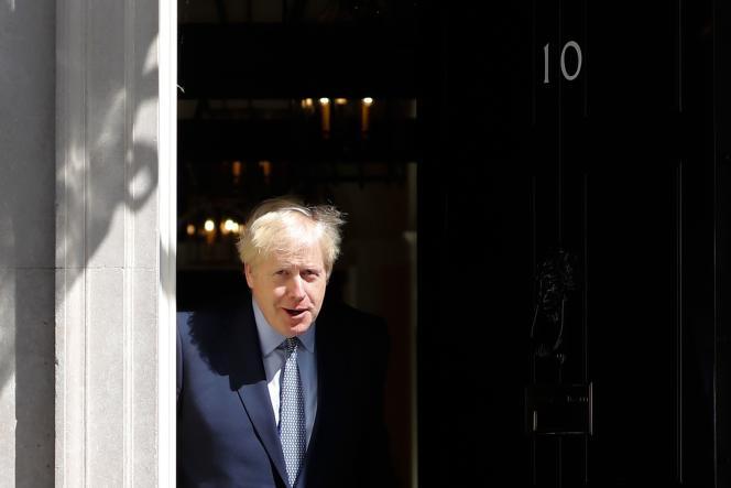 Boris Johnson sur le seuil du 10 Downing Street, à Londres, le 6 août 2019.