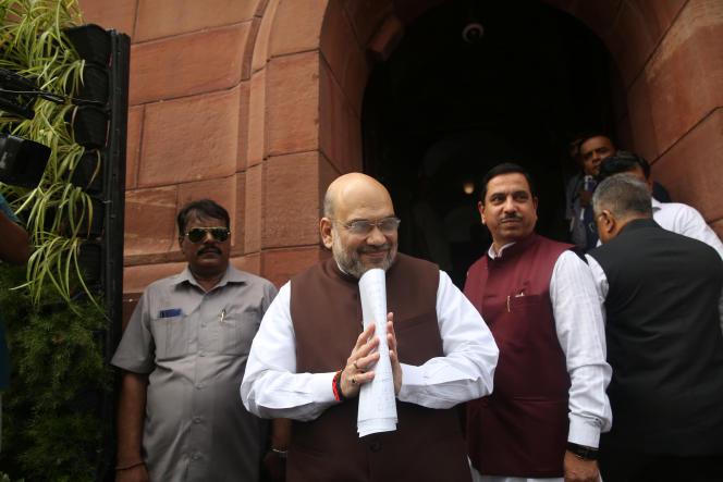Le ministre indien de l'intérieur, Amit Shah, arrive au Parlement, à New Delhi, le 5 août.