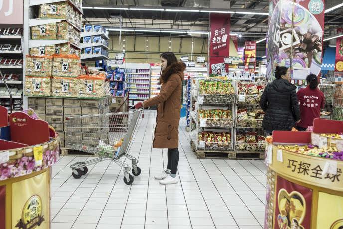 Dans un supermarché Auchan, à Shanghaï, en décembre 2017.
