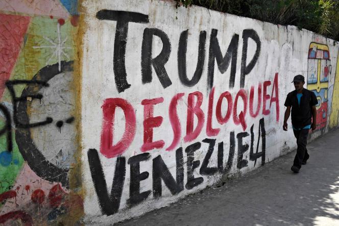 Une pancarte « Trump, débloque le Venezuela», le 6 août à Caracas.
