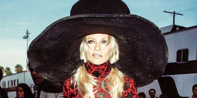 Le grand défilé de Pamela Anderson