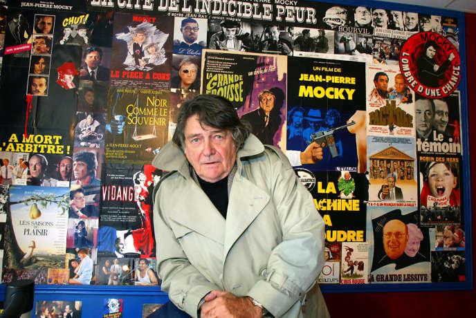 Jean-Pierre Mocky, en 2002, dans le cinéma Le Brady, qu'il avait acquis, à Paris.