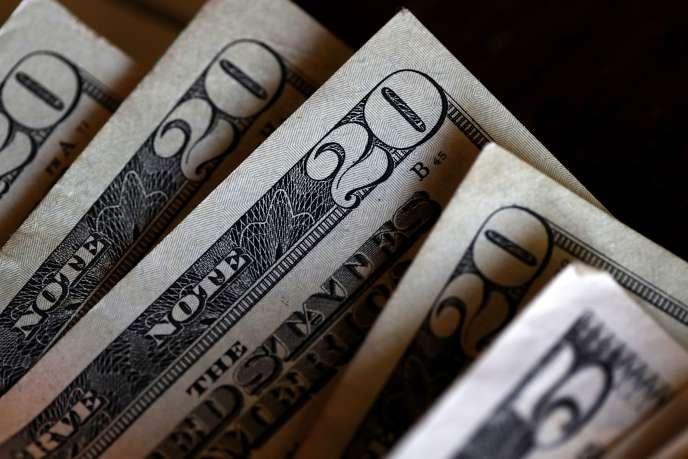 Placer de l'argent dans des fonds obligataires ne rapporte quasiment rien et de nombreux titres s'échangent désormais sur des niveaux de taux de rendement négatifs.