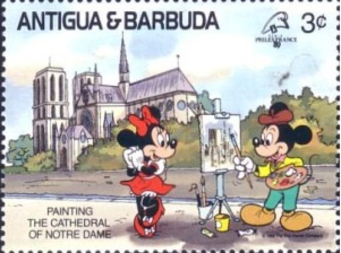 Timbre d'Antigua et Barbuda qui représente Mickey et Minnie devant Notre-Dame.