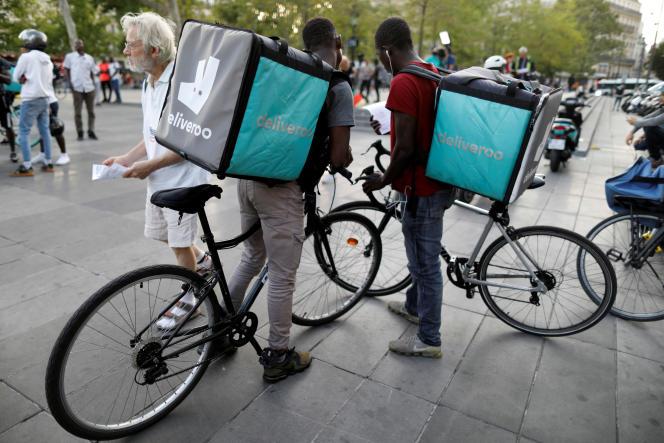 Des livreurs de Deliveroo appellent au boycott de la plateforme à Paris, le 7 août.