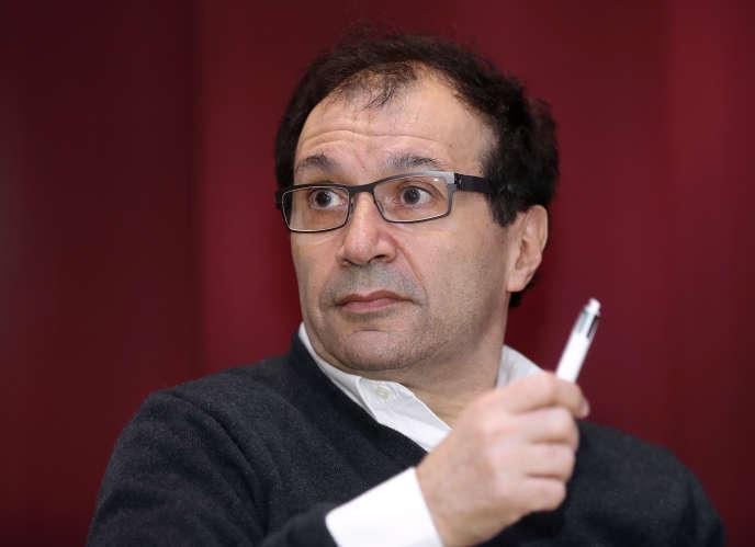 Daniel Cohen, lors d'une conférence de presse à la Fondation Jean-Jaurès, à Paris, le 6 avril 2017.