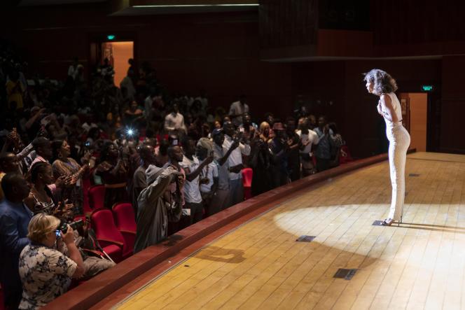 La réalisatrice Mati Diop, le 2 août au Grand Théâtre de Dakar avant la projection de son film «Atlantique».