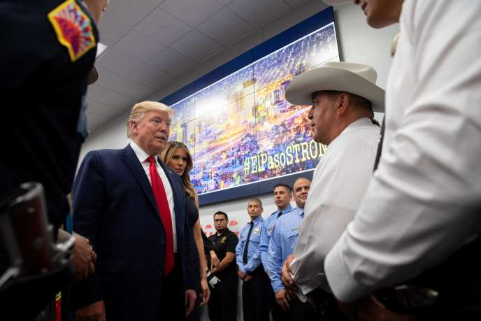 Donald et Melania Trump visitent un centre d'opérations d'urgence à El Paso (Texas), le 7 août.