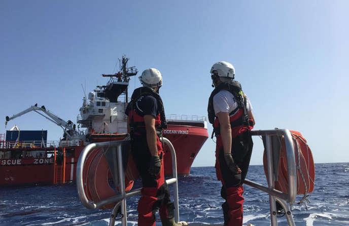 Le navire «Ocean-Viking» en mer Méditerranée juste après son départ de Marseille, le 7 août.