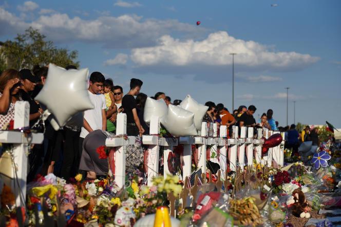 Des croix en hommage aux victimes de l'attentat, le 6 août, à El Paso.