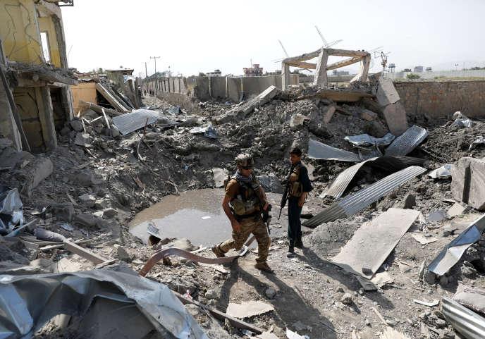 Forces de sécurité afghanes après un attentat à la bombe à Kaboul (Afghanistan), le 7 août.