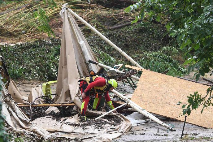 Après un violent orage dans un camping de Saint-Julien-de-Peyrolas (Gard), en août 2018.
