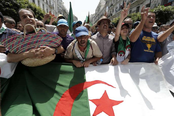 Des manifestants algériens à Alger, le 9 août 2019.