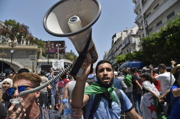 In Algeria, initiatives to reappropriate politics