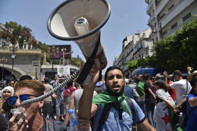 Des manifestants à Alger, le 30juillet 2019.