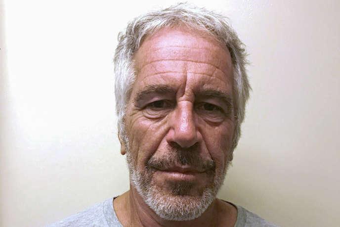 Photographie de Jeffrey Epstein dans le registre des agresseurs sexuels de l'Etat deNew York.