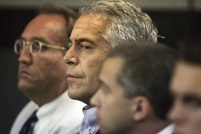 Jeffrey Epstein devant le tribunal de West Palm Beach (Floride), en juillet 2008.