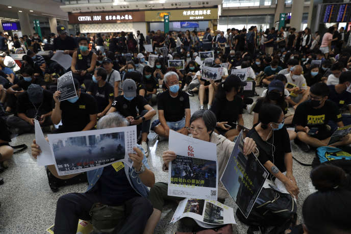 Sit-in de protestation à l'aéroport de Hongkong, le 9 août.