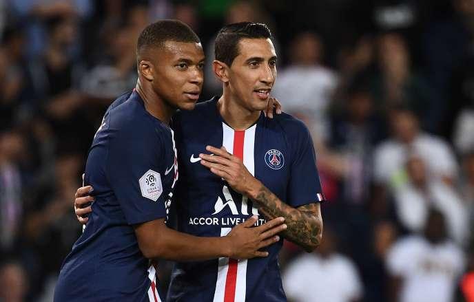 Les Parisiens Kylian Mbappé et Angel Di Maria, tous deux buteurs contre Nîmes (3-0) au Parc des Princes, dimanche11août.